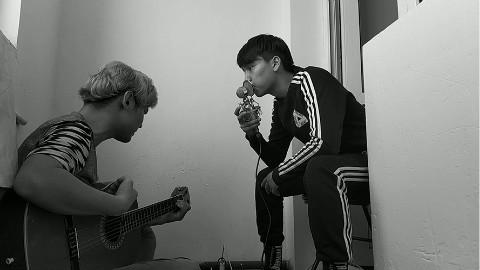 粉丝投稿 新疆小伙BeatBox和吉他,翻唱民谣歌曲《玫瑰》超好听!