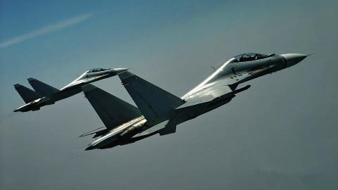 """【点兵642】中国平时战备程度最高的一片空域 在这里天天上演""""空中决斗""""!"""