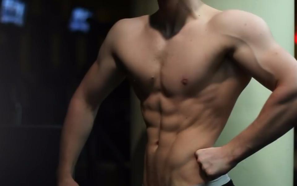 13岁小胖子健身3年华丽转变型男,励志到别人都不敢相信