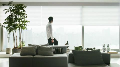 他一个人住270㎡江景大宅,花500万装修,一块玻璃60万