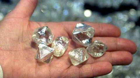 世界上最尴尬的国家: 周围都是钻石, 民众却连饭都吃不起?