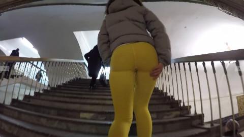 大屁股两个俄罗斯美女在莫斯科地铁:人反应