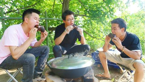 【野居青年】飞最大的黑锅,啃最美味的猪蹄