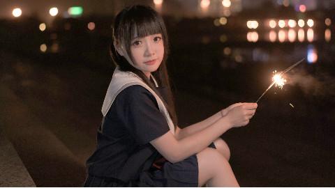 【窝窝头】你的女友♥江风暖,夜色满,你的女友腿超短_(:з)∠)_