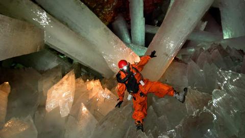 世界上最大的水晶洞穴:1滴水含2亿病毒,人类存活不超过5分钟!