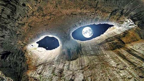 """现实中的""""上帝之眼"""":目光会不断改变,与它对视会被""""催眠""""!"""