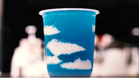 洗脑饮料来了!爱就像蓝天白云,晴空万里,没有暴风雨…