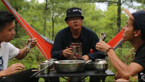 【野居青年】红土地上画幅画,小树林里吃盆鸡