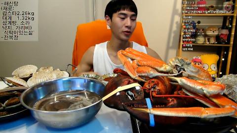 【吃播】BJ奔驰-海鲜鸡汤:龙虾2.26kg+灰眼雪蟹1.32kg+参鸡汤+海螺+章鱼+扇贝+酱鲍鱼