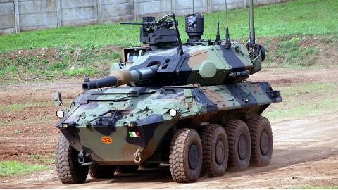【讲堂357期】意大利觉得装甲车太弱,于是把坦克的大炮装到车上,效果出奇的好