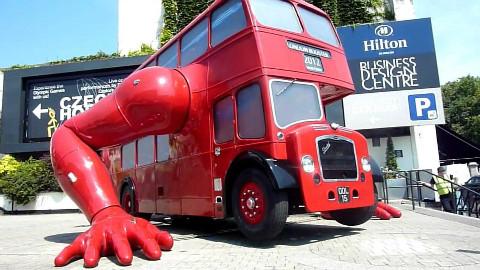 世界上最奇葩的公交车:会做俯卧撑,全球仅此一辆!