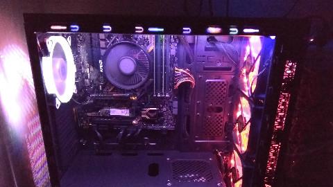 【少女控装机】一套锐龙2200G装机教程,2000元整机性能爆炸,核显也能爽玩网游