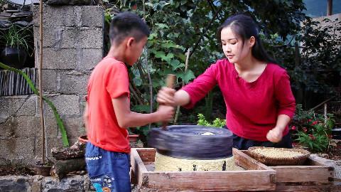 秋玉米熟了,做一碗手工玉米凉粉,再配上米醋酸甜爽口