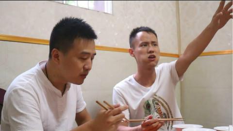 """厨师长教强哥:""""富顺豆花""""的正经吃法,一碗不够两碗来凑"""