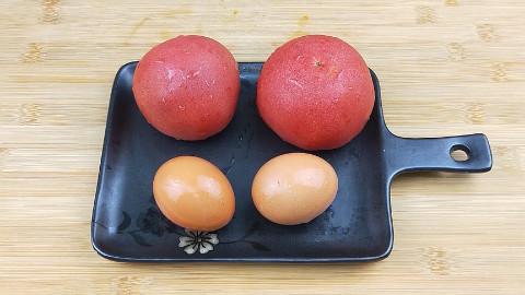 2个鸡蛋,2个西红柿,教你一个很多人都不知道的做法,比肉都好吃