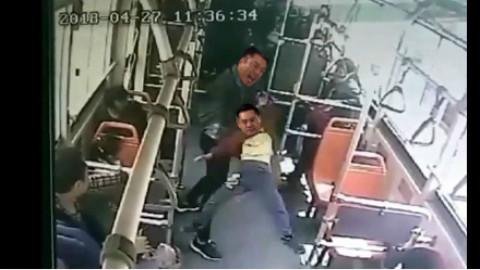 当梁非凡和刘醒在公交车相遇