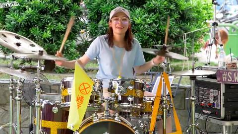 俏皮鼓后罗小白架子鼓表演《为爱而爱》,爱很简单!