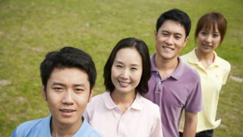 海外华人女教授与女大学生聊天,谈和非洲留学生交往话题