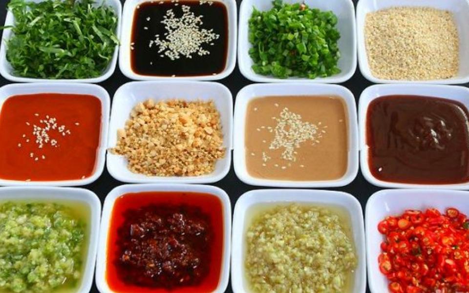 这种配菜去火锅店里吃太浪费,不如三五好友家里打边炉!