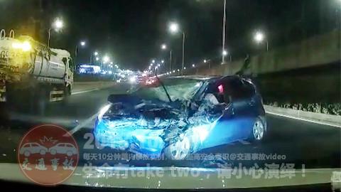 中国交通事故合集20181011:每天10分钟国内车祸实例,助你提高安全意识!