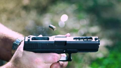 【讲堂387期】可以全自动射击的手枪,射速高达1300发每分钟,堪比冲锋枪的格洛克18C手枪