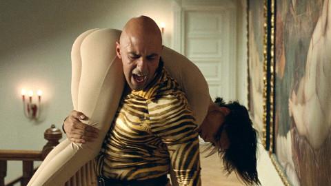 你睡我女儿,我就把你变成我老婆,大叔另类复仇《吾栖之肤》