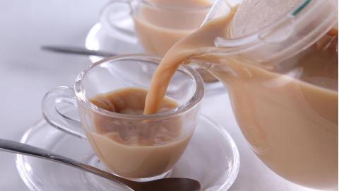 奶茶不用买,自己在家就能做,方法简单,比买的更好喝更健康