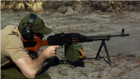 军武向导 PKM机枪