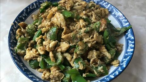 小怪兽的美食:青椒炒鸡蛋,不一样的做法,简单易学 好吃又下饭!——来自小怪兽的出租屋