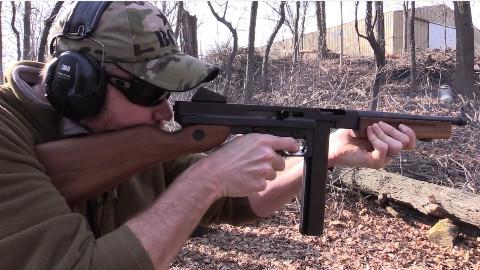军武向导 汤普森冲锋枪(M1A1冲锋枪仿品)