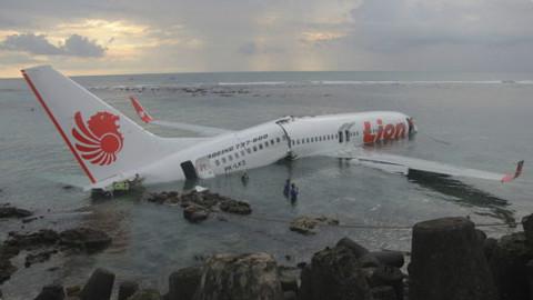 全部丧生!交付不足3个月就坠毁 东南亚的飞机有多不靠谱?