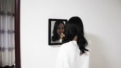 万圣节送女友这样一面镜子,她直接把我拉黑