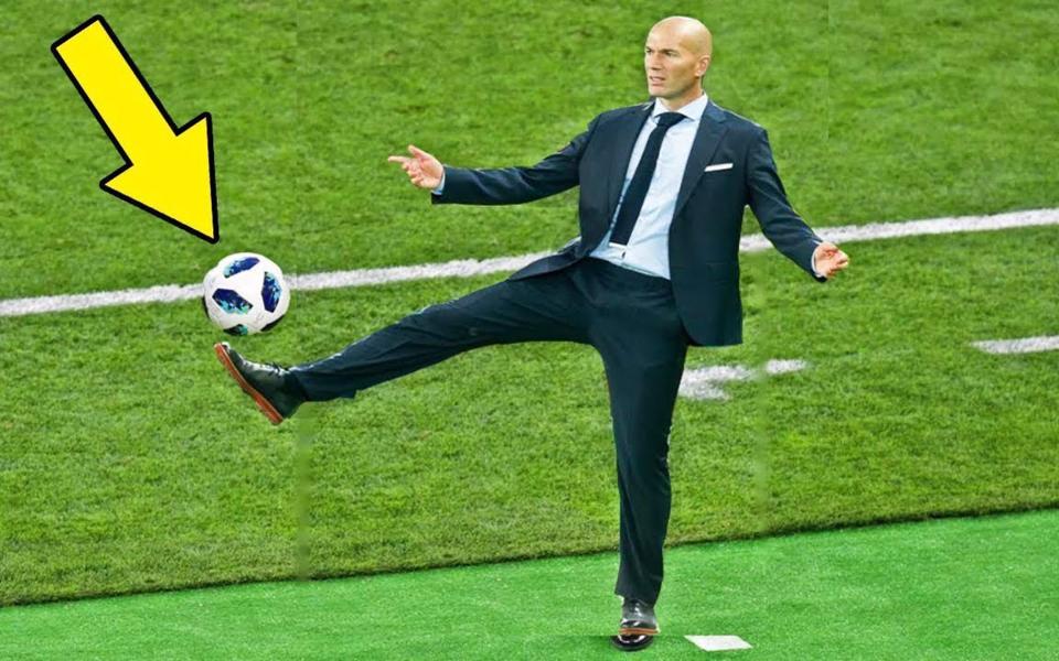 主教练:磁性停球很简单,我双手插兜表演给你看