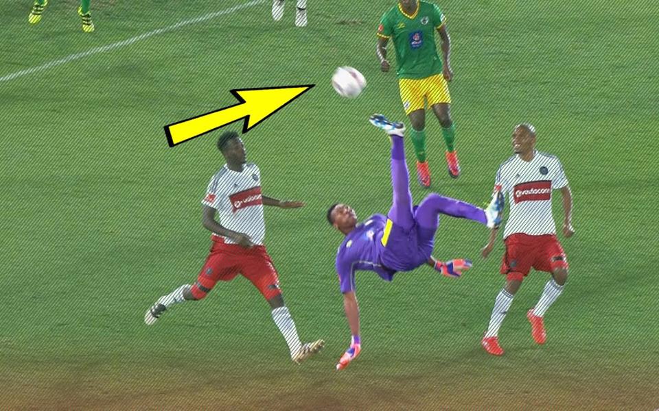 千万别瞧不起守门员,踢急眼了也能倒钩进球绝杀比赛