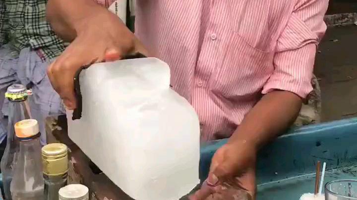 真正的纯手工制作的印度街边冷饮
