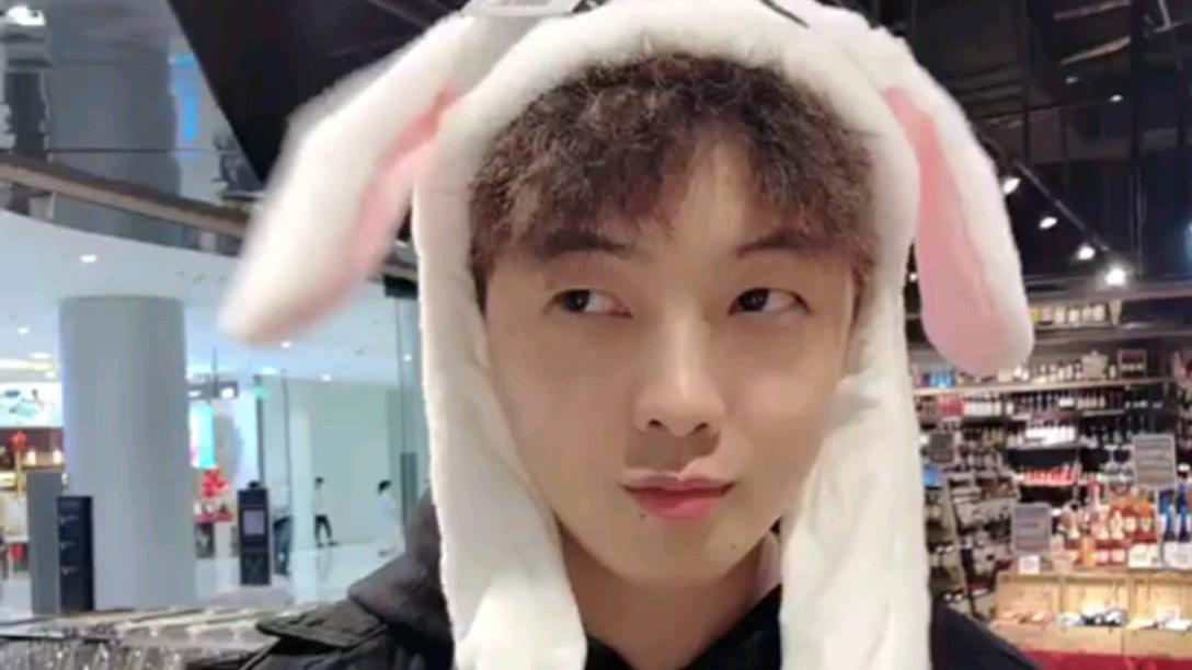 小白兔爱吃萝卜和青菜
