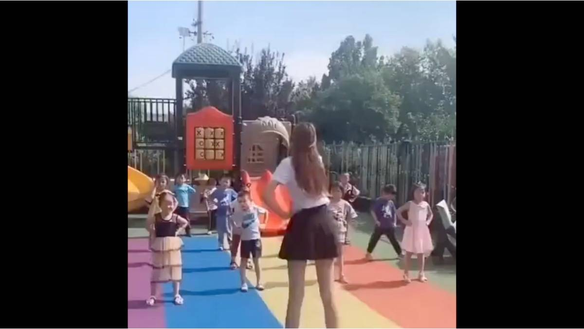 快上车,去幼儿园了。