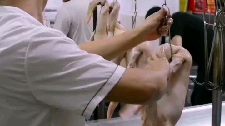 做烧鸭过程中挂钩时应注意什么?