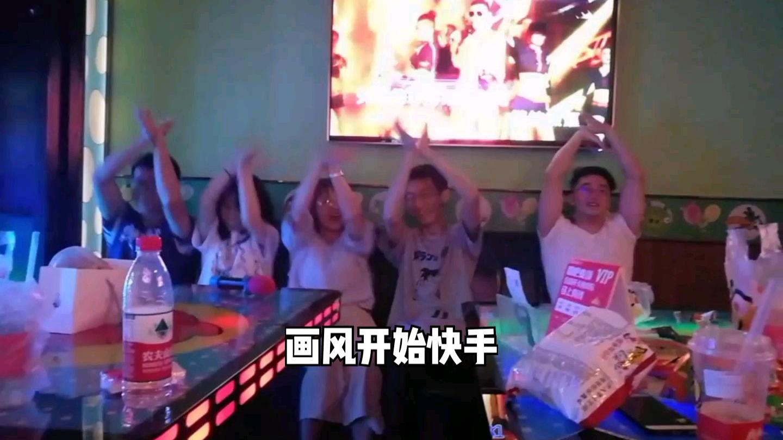 两个女up主带着一群汉子跳土味,为祖国庆生!
