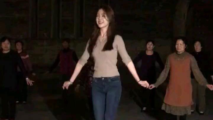 求求你,不要教广场舞大妈跳舞用王心凌的歌