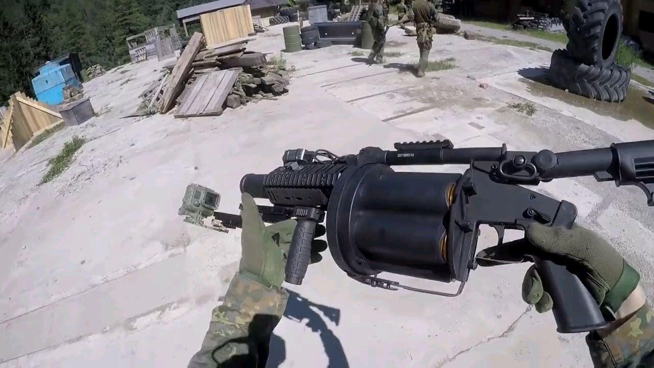 这可能是玩具枪里面最疼的枪了,40毫米榴弹枪,外国人真会玩系列
