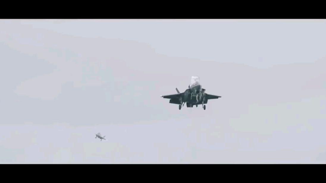 """海军陆战队F-35B战机在""""伊丽莎白女王""""号航母上进行飞行训练"""