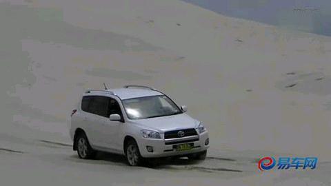 来自沙滩的考验 国外小伙驾驶丰田rav4测试
