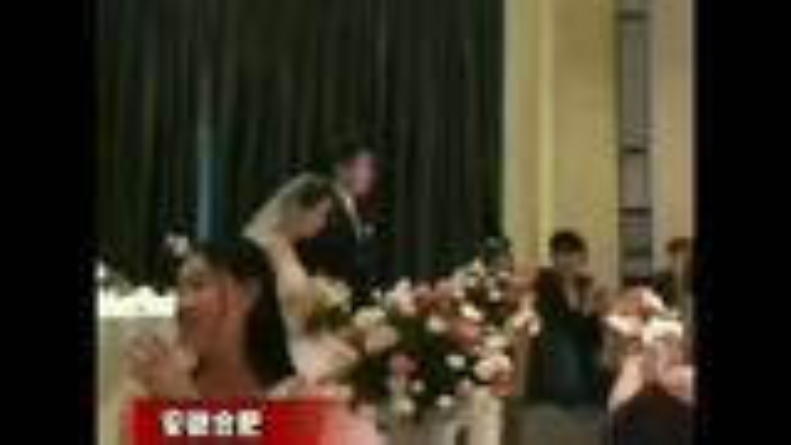 新郎为报复新娘出轨姐夫,婚礼现场播放新娘出轨视频