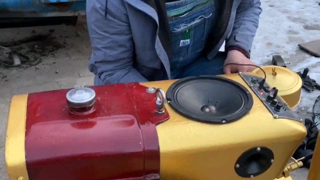 家里不用的柴油机改了个音箱,放入水后还可以当空气加湿器用