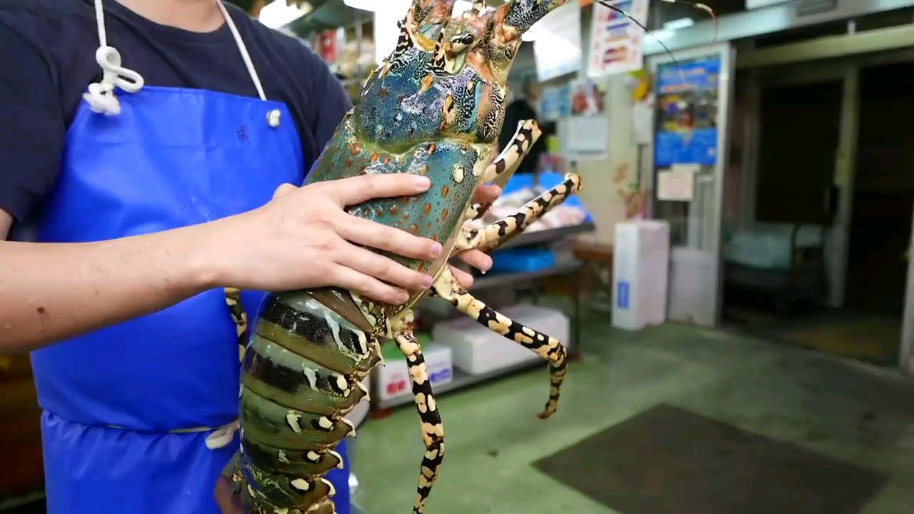 日本路边小吃 - 巨大的龙虾 煮三种方式 冲绳岛海鲜