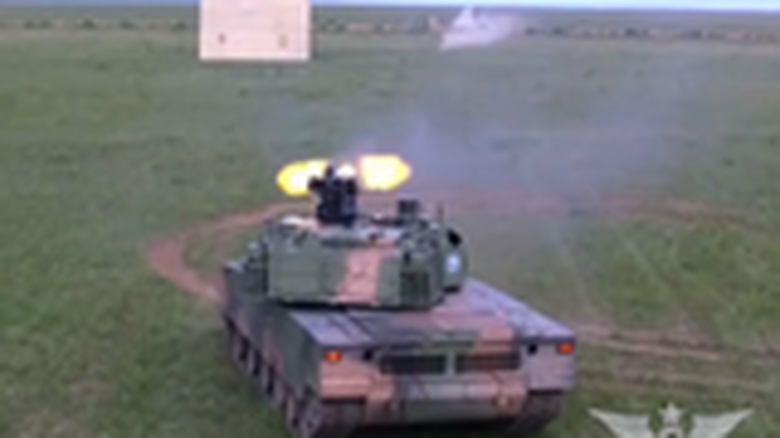 开火中的15式坦克遥控武器站