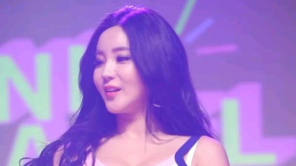 韩国女团组合laysha现场金高恩跳嗨了……