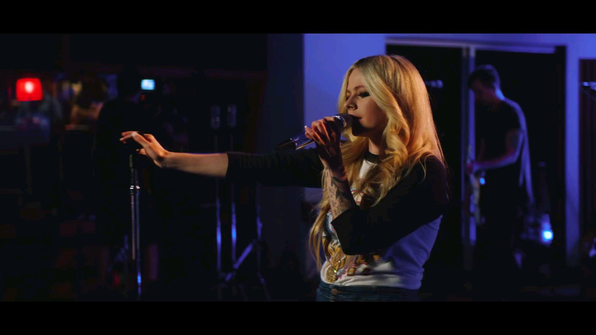 【艾薇儿】iHeartRadio现场首秀三单「Dumb Blonde」