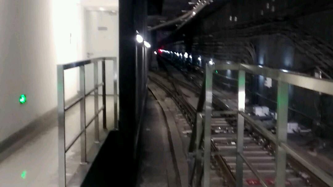 上海地铁5号线紫罗兰奉贤新城站入折返线